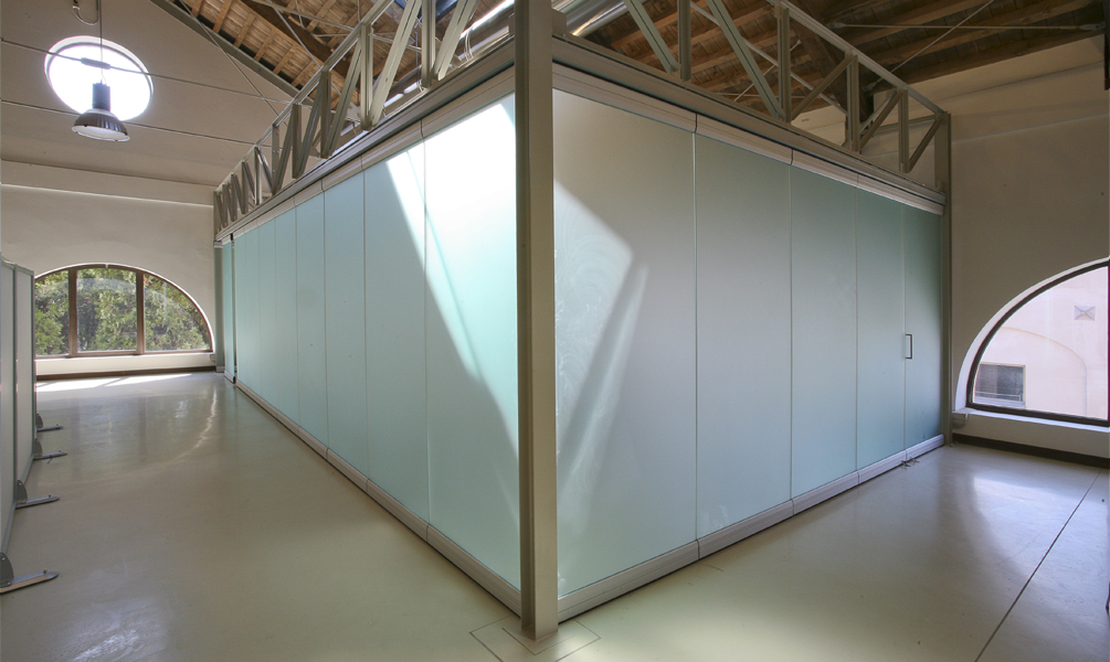 Tempered glass movable partition walls: photo 3